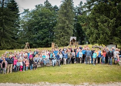 Групповое фото сотрудников на годовщине компании Mehrer на Плеттенберге