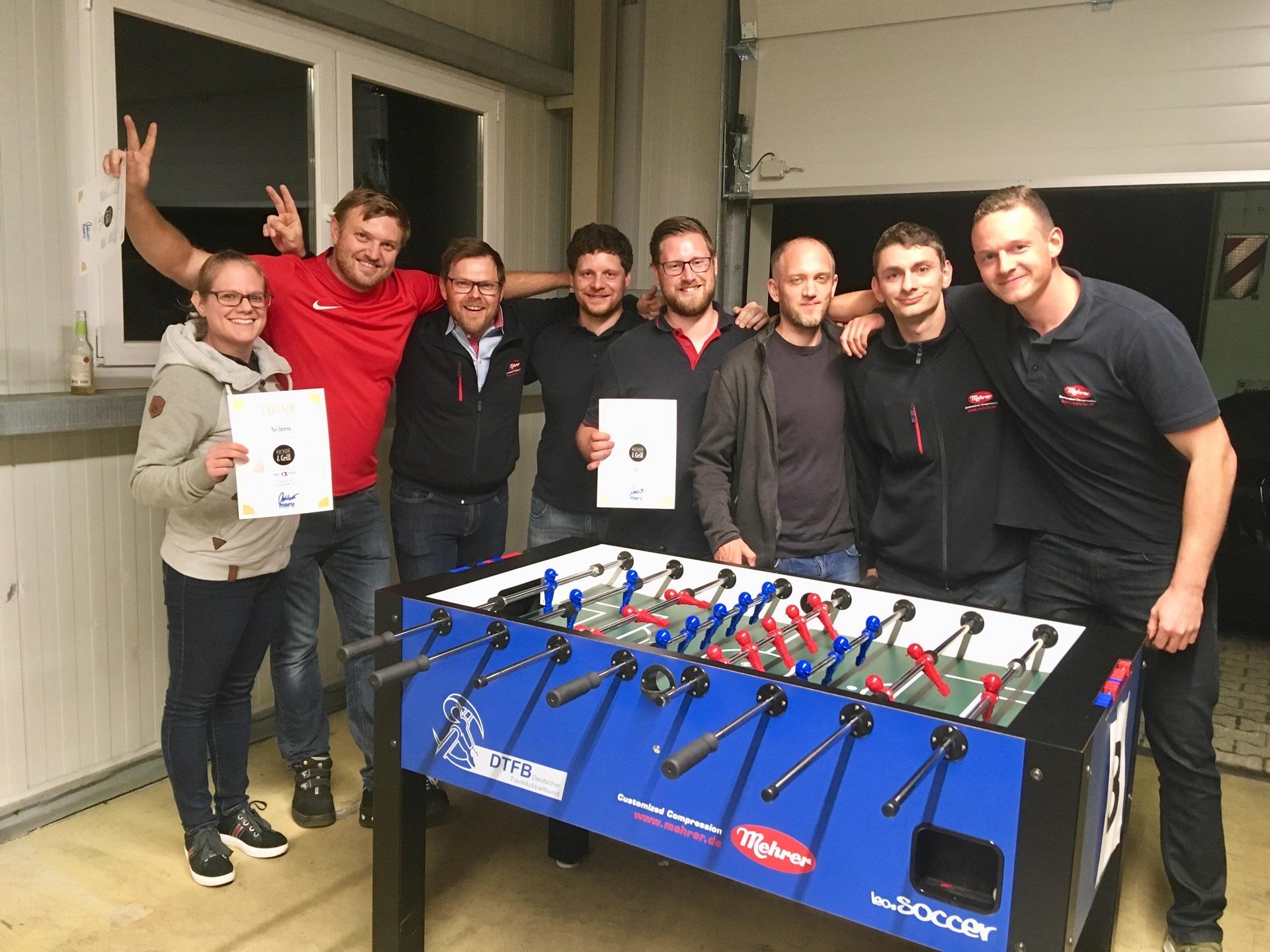 Групповой снимок сотрудников на турнире по настольному футболу компании Balingen