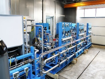 Nitrogen compressor from Mehrer set up in the production hall