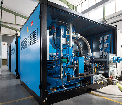 Oil-free and dry-running booster compressor