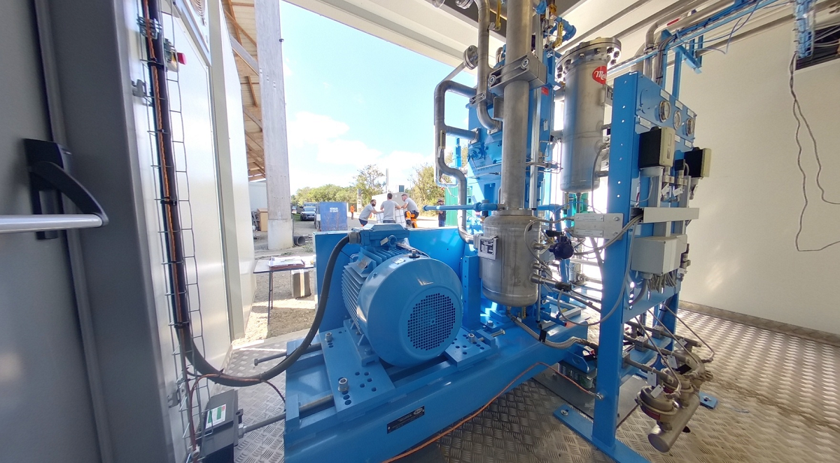 安装在应用中的二氧化碳压缩机,用于压缩沼气生产中回收的二氧化碳