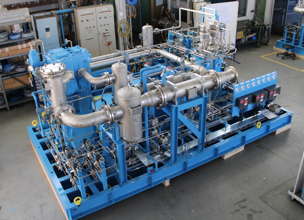 大型骨料有两个 Mehrer 压缩氢气的压缩机